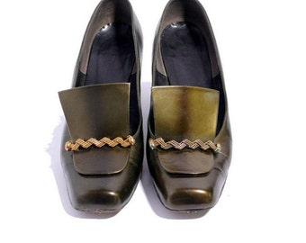 Size 7B // Vintage Herbert Levine Pilgrim Pumps // Shimmery Dark Green Leather Heel Shoes // 202