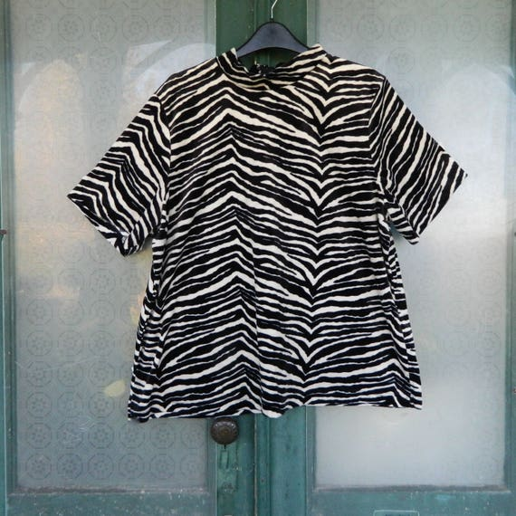 Short-Sleeve Zebra Print Velour Shirt with Mock Turtleneck -1X- Black/White