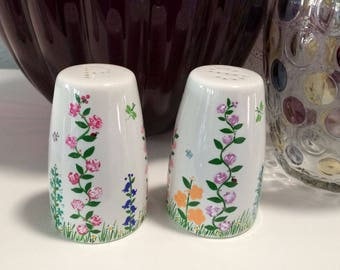 Salt and Pepper Shakers||Hand Painted||Ceramic||Flowers and Bugs