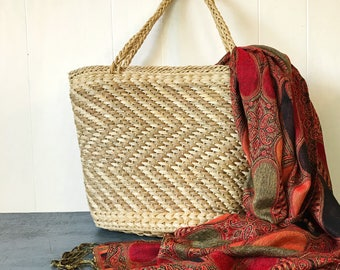 vintage woven straw tote bag - market weekend carry on bag - boho diaper bag - beige chevron weave