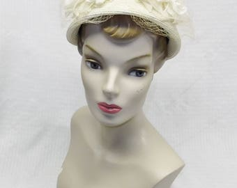 1950s Vintage White Straw Hat with Big Gardenia Flowers