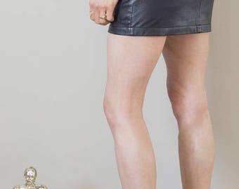 Vintage 90s black leather mini skirt SIZE SMALL (UK8/10 or EUR 36/38)