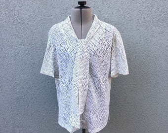 SALE, AS IS Vintage 90s White and Black Polka Dot Collar Tie Blouse, 90s Women's Clothing, Vintage Secretary Blouse, Bow Blouse, Size M
