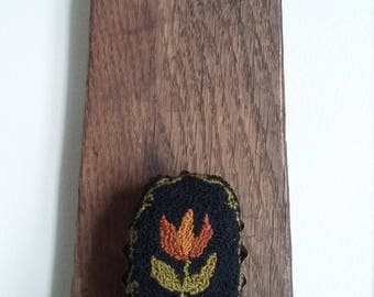 "primitive needle punch FOLK ART TULIP black  3"" oval tart tin pin cushion"