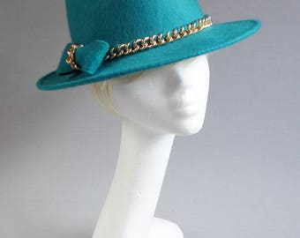 Made with passion this bright jade felt trilby hat with gold trim size 58 cm or 25,7 inch