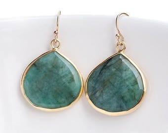 Emerald Earrings Gold, May Birthstone Earrings, Natural Raw Emerald Drop Earrings, Green Gemstone, Statement Earrings, Gift for Girlfriend