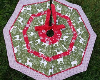 Handmade Quilted Tree Skirt 32 Wide Green Pearl Reindeer Fabric With Silver