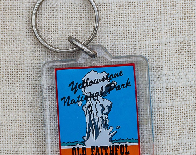 Vintage Yellowstone National Park Old Faithful Keychain Key FOB Key Chain 7PP