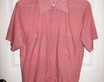 "Vintage 1960s Men's Red & White Geometric Print Short Sleeve Shirt SEARS The Men's Store Medium 15 -15 1/2"" Neck Only 12 USD"