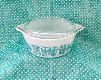 Pyrex Butterprint Covered Casserole 1 1/2 pt. ~~ Turquoise Butterprint/Amish ~~ Turquoise and White Pyrex ~~ #472