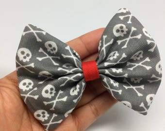 Skull bow tie collar attachment for cats and dogs