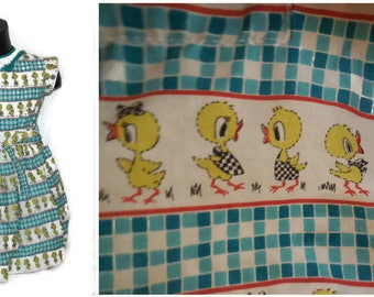Vintage Girls Dress 1950s Baby Dress Cartoon Duck Print Blue White Yellow Cotton Button Back Full Skirt Baby Girl Dress Adorable! chest 26