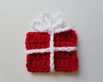 """NEW- 1pc 3.5"""" Crochet Red GIFT BOX Applique"""