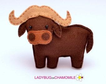 Felt AFRICAN BUFFALO, stuffed felt Bufalo magnet or ornament, Cape buffalo toy, African animals, Nursery decor,Buffalo magnet,Safari animals