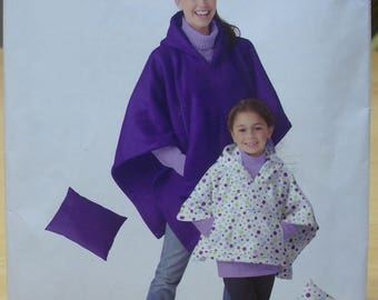 Free shipping! Simplicity 1747 Adult and child poncho and pillow sewing pattern UNCUT