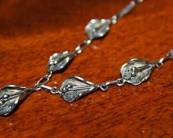 Antique Art Nouveau Sterling Silver Filigree Graduating Calla Lilly Link Necklace NC7