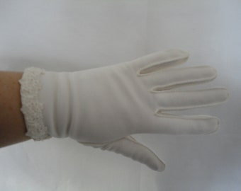 Vintage White Cotton Wrist Gloves with Flower Lace and Seed Bead Cuff - 1950s - Size 7  - Ideal Bridal/Wedding/Prom/Burlesque - Immaculate