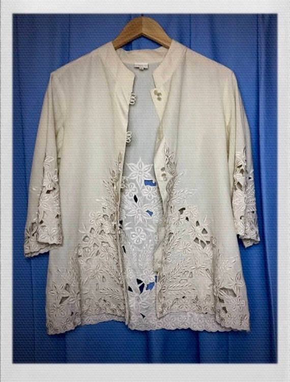 "Vintage Women's Lace Detail Jacket Shirt Size Medium 18"" width 26"" length"