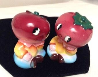 Anthropomorphic Happy Face Tomato Salt & Pepper Shakers/Ucagco Brand/Made in Japan/Veggie Shakers/