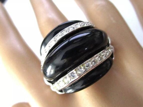 KJL KENNETH J LANE Black Thick Lucite Sparkling Ice Rhinestone Ring Size 7