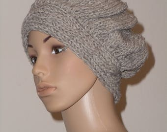 Knitted hood in light brown