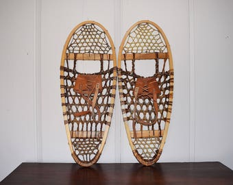 Wood Leather Snow Shoes, Tubbs Vermont Traditional Bear Paw Wooden Rawhide Snowshoes, Rustic Lodge Cabin Man Cave Decor, Restaurant Hotel
