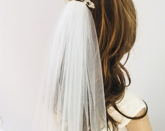 Wedding veil with rhinestone comb