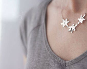 Handmade  Silver Snowflake Necklace. Snow neclace. Snow pendant. Silver necklace.