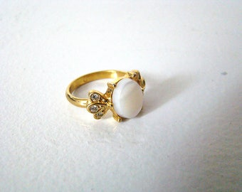 Vintage 1970's Mother Of Pearl and Clear Rhinestone Gold Tone Ring - Size 6,5
