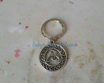 Silver Triquetra Celtic Knot Trinal Pattern Keyring on Silver Split Ring Keyring or Bag Clip. Gothic, Wiccan, Pagan