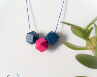 Necklaces with colored asymmetrical stones and aluminum chain