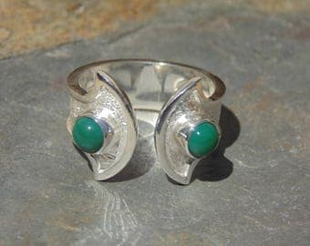 Oswaldo Guayasamin ~ Vintage Silver and Green Stone Cab Open Faced Ring - Size 7.5