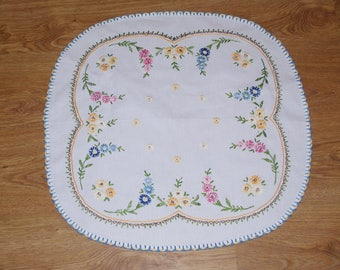 Polish white hand embroidered linen table runner Round floral multicolour Flower Floral Embroidery Traycloth Hand made flowery dresser scarf