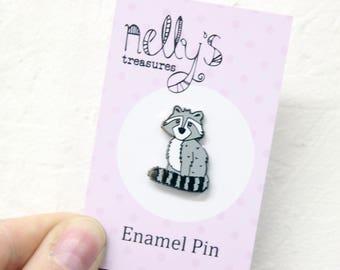 Raccoon Pin Badge, Enamel Pin, Woodland pin, pin game, animal pin, monochrome jewellery