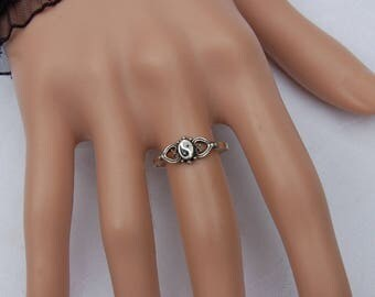 Sterling Silver Vintage Yin Yang Ring       Unique design.