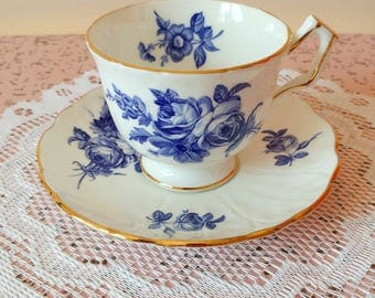 Vintage Aynsley fine english bone china tea cup and saucer set