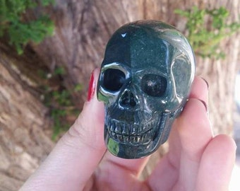 """Bloodstone Hyper-Realistic Skull ~2.0""""~Abundance ~ Healing~ EMF Protection ~ Powerful Healer ~ Intuition ~ Altar ~ Wiccan ~ Psychic ~"""