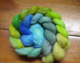 """Dyed strand of wool spinning by hand """"Océans"""""""