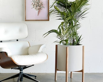 Large pot planter with timber legs - Christo series - WHITE
