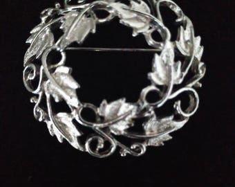 Wreath brooch