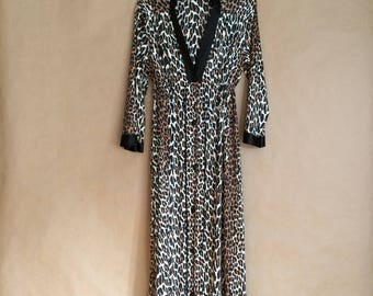 SALE!  vintage 70's leopard print robe/ loungewear / housecoat / mod retro / womens lingerie size 36 / Vanity Fair / Made in the USA
