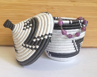 Hand Woven Sisal Jewelry Basket with Paper Bead Bracelet - Black/White