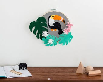 Felt toucan, toucan wall hanging, toucan wall art, baies room , nursery decor, monstera leaf, tropical bird
