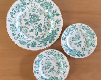 Darling Wedgewood Berkeley Hotel white bone china plates - 1 dinner & 2 side - green flowers gold rim perfect for tropical Old Florida home!
