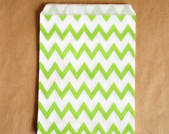5 paper bags green and white chevrons 13 x 18 cm