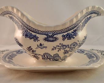 Masons Ironstone Gravy Boat, Sauce Boat with attached underplate, Blue Manchu Pattern