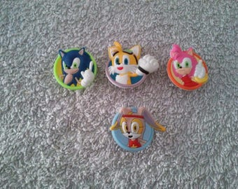 Lot 4 jibbitz Sonic (badges for fangs)