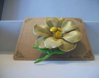 Vintage Flower Brooch. Very cute.