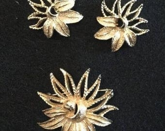 Vintage Sarah Coventry Gold Flower Brooch and Earrings