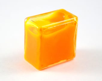 Square glass (20mm) filled with orange liquid